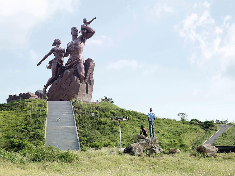 Громадные скульптуры разных стран