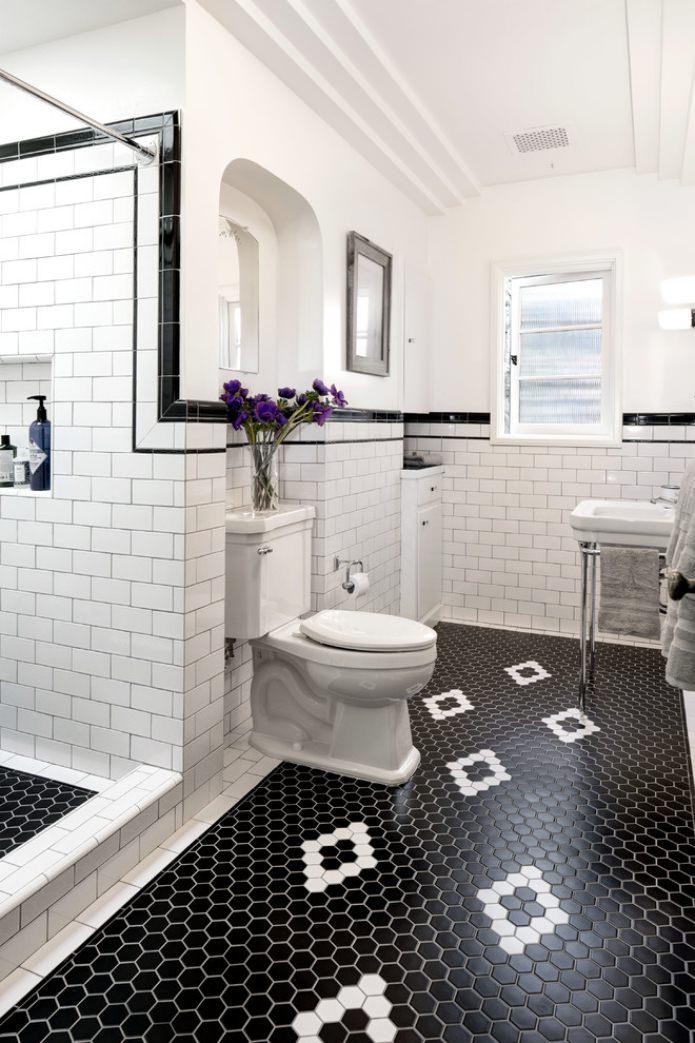 белые вставки в черной плитке на полу