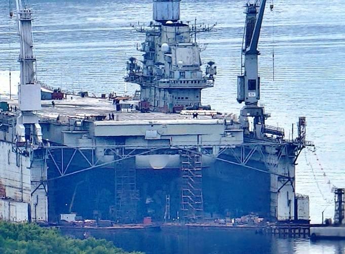 Крейсер «Адмирал Кузнецов» заведен в плавучий док