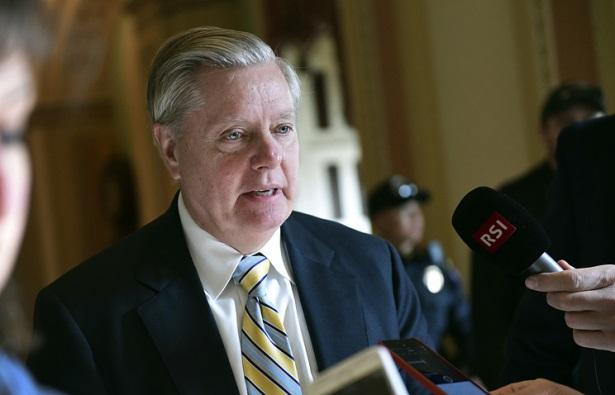 Сенатор не исключает сотрудн…