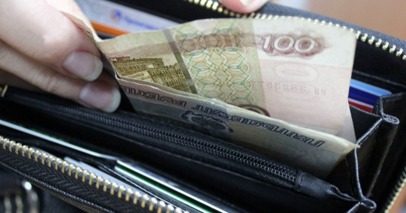 Половина работников в стране получают меньше 30 тысяч рублей в месяц