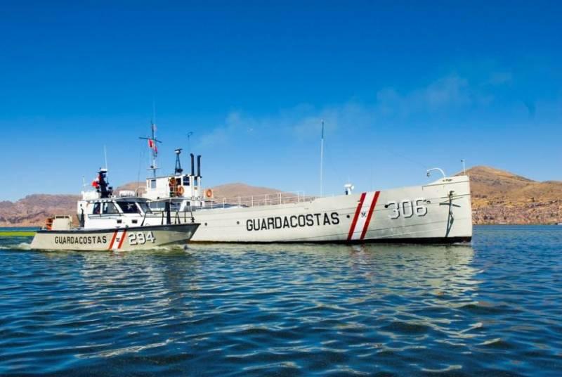 Перуанский ВМФ на озере Титикака