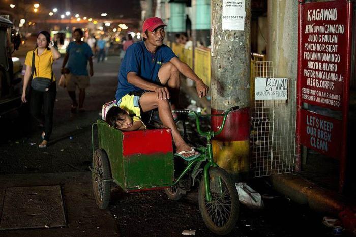 Уличный торговец, который зарабатывает в среднем шесть долларов в день.