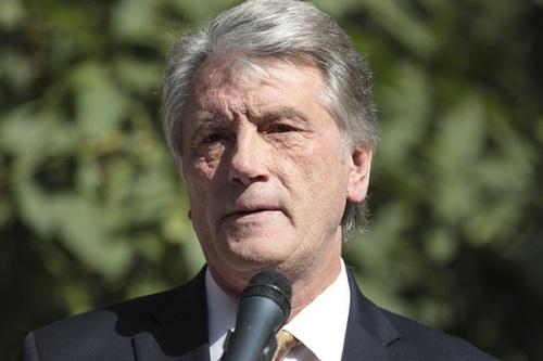 Ющенко считает необходимым привлечь США к решению конфликта в Донбассе