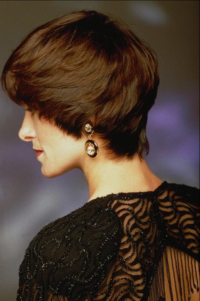 Короткие стрижки женские с закрытыми ушами