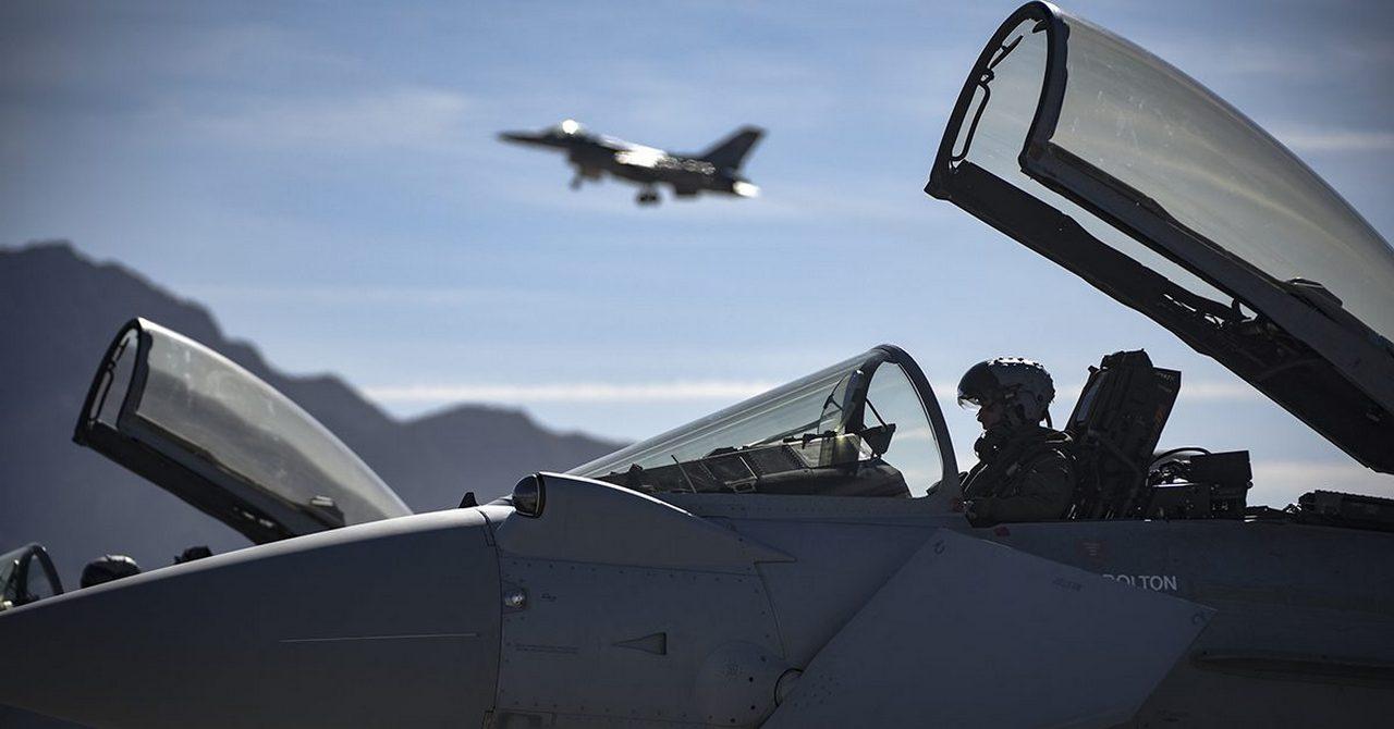 Долгий след испанской ракеты: в Европе испугались начала войны из-за Прибалтики