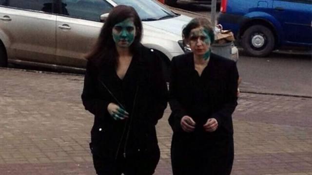 Толоконникова и Алехина в Нижнем Новгороде были облиты зеленкой