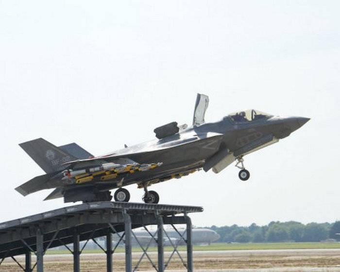 Истребитель F-35В впервые испытали трамплином