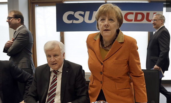 СМИ: глава МВД Германии заявил, что больше не может работать с Меркель
