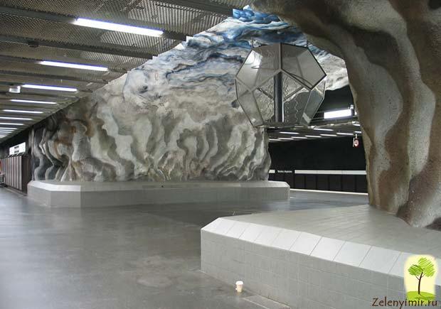 Ошеломляющее метро в Стокгольме – самая длинная художественная галерея в мире, Швеция - 11