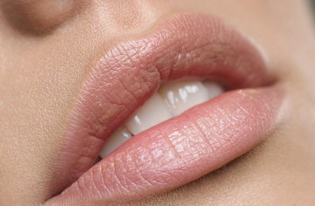 Пилинг для губ: салонные процедуры и домашние рецепты