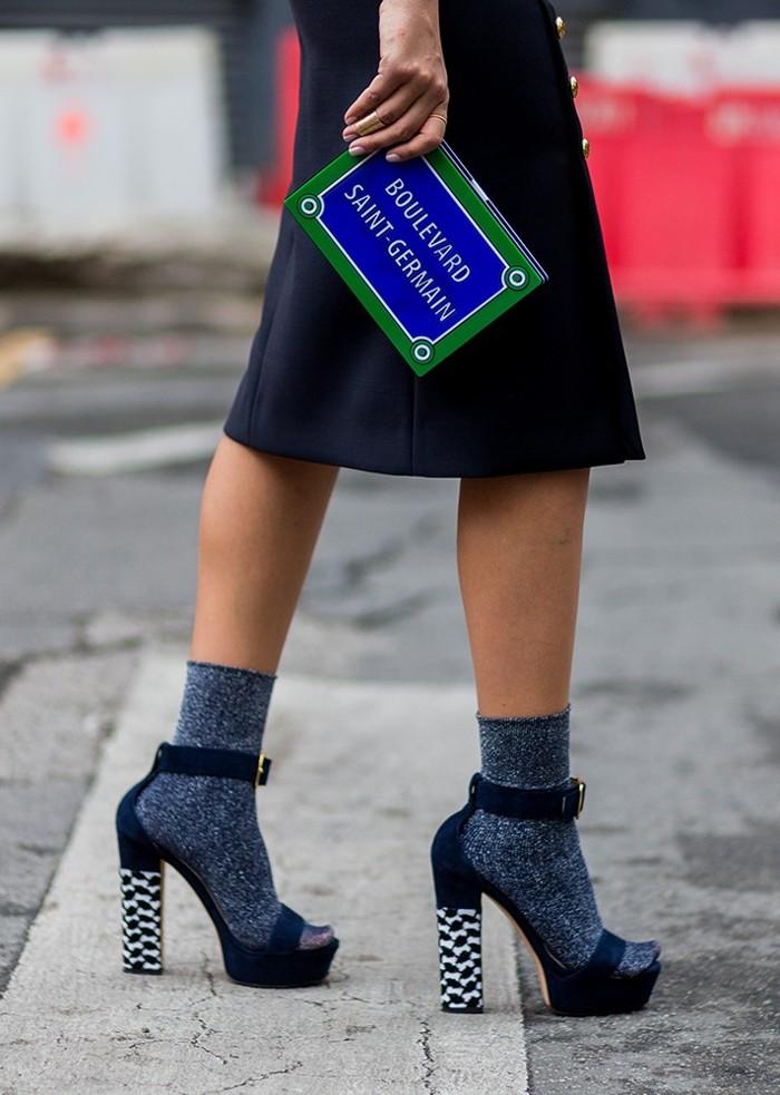 10 модных идей, как правильно носить носочки с босоножками