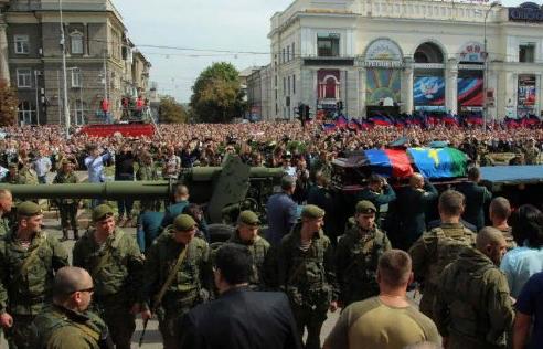 Жители ДНР проводили Александра Захарченко в последний путь