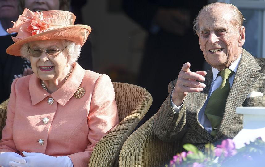 """""""Королева должна его усмирить"""": Принц Филипп не общался после ДТП с пострадавшими"""