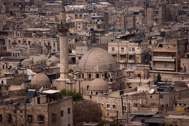 Трое сирийских военных погибли при обстрелах Алеппо боевиками