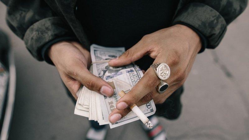Ученые объяснили, почему богатые болеют реже бедных