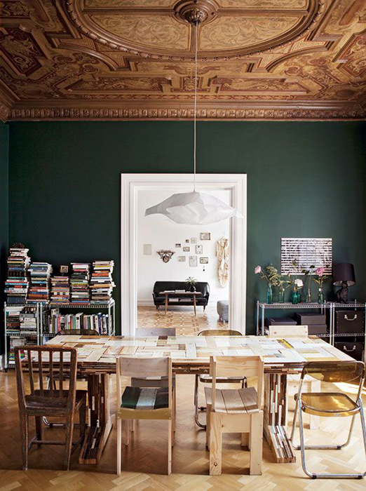 Деревянный потолок с росписью