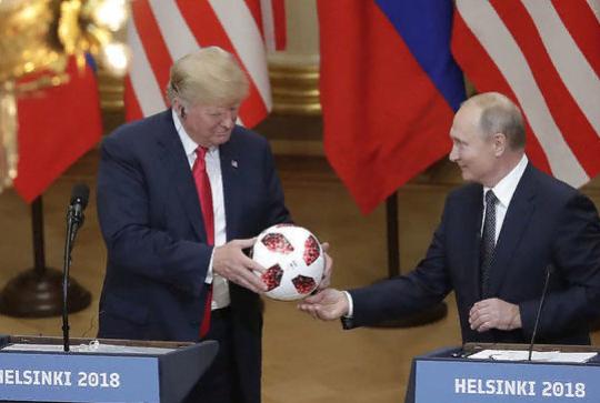 Пушков высмеял решение США проверить подаренный Путиным мяч