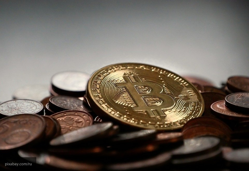 Курс Bitcoin снижается на фоне данных о регулировании криптовалют