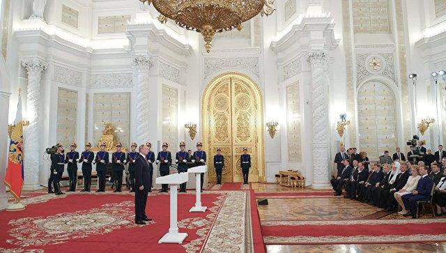 Путин вручил Госпремии в День России