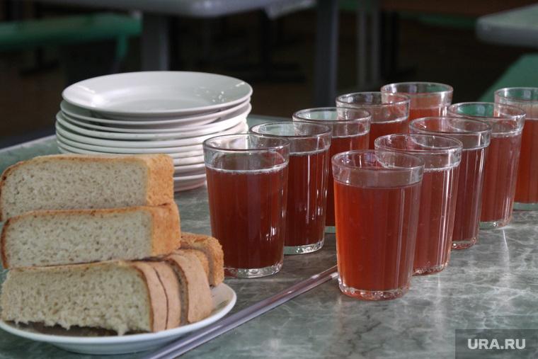 Школьникам запретили приносить еду из дома