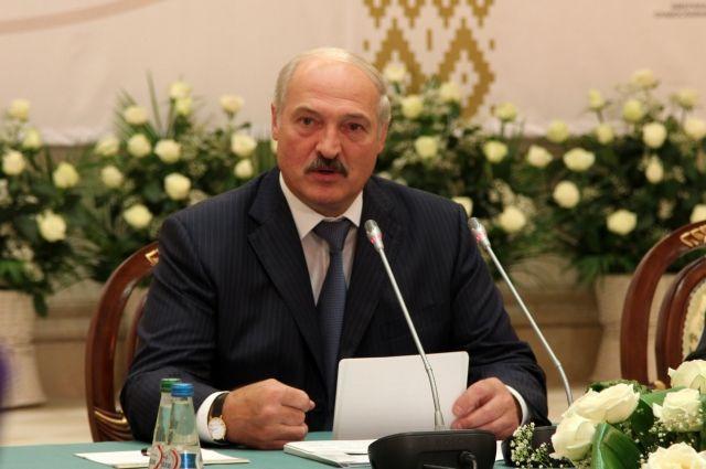 Неугомонный Лукашенко пилит …