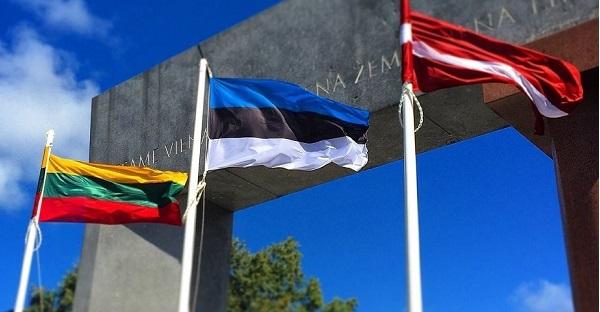 Латвию, Литву иЭстонию считают вЕС «образцами демократии»