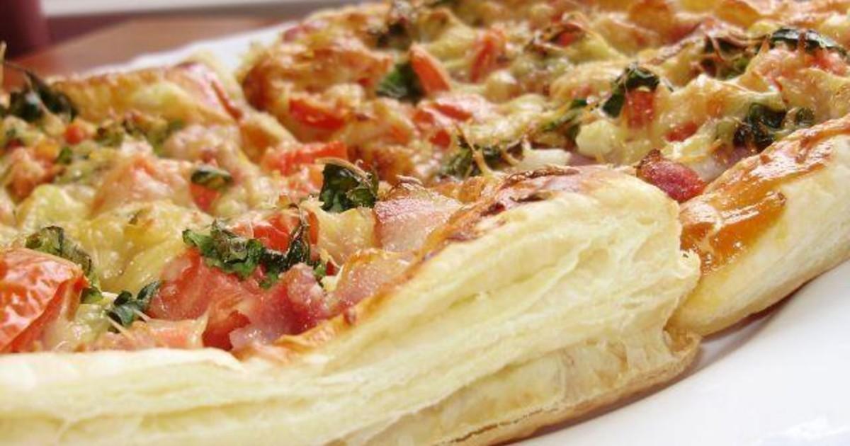 Вкусная и сытная пицца на слоеном тесте