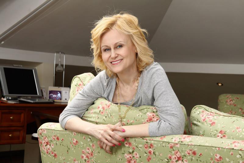 """Диагноз """"рак груди"""" был поставлен уже на последней стадии, но не смотря на это Дарья Донцова смогла победить болезнь болезнь, вылечились, знаменитости, лечение, рак"""