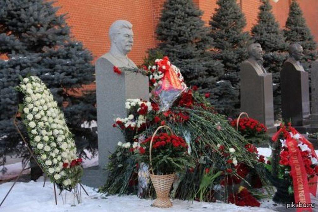 На могилу Порошенко и Луценко народ будет нести не цветы, а фекалии…
