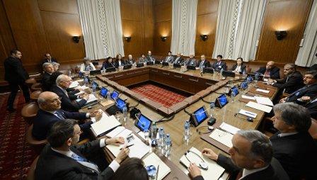 Сирийская оппозиция обсуждает вЭр-Рияде единую позицию перед Женевой