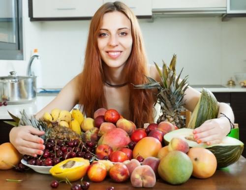 В этой статье мы разберем вопрос, чем же все-таки принципиально отличается еда, которую едят обычные люди от сыроедения.