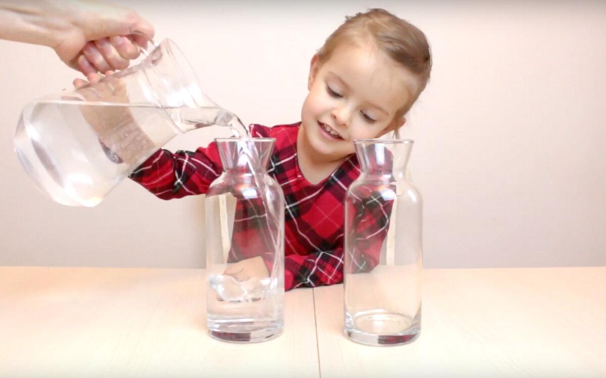 Наливаем воду ровно половину