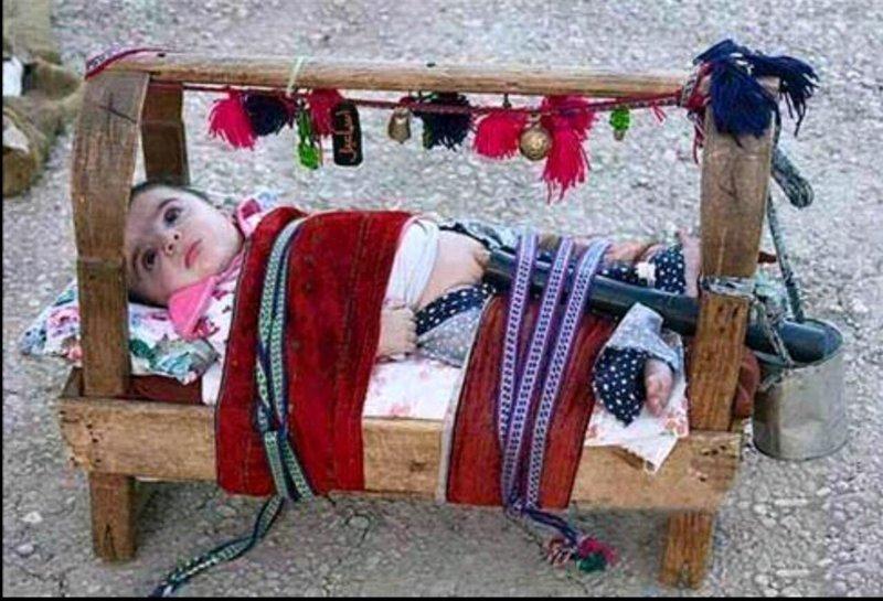 Жуткие, необычные и странные обычаи пеленания и ношения новорожденных