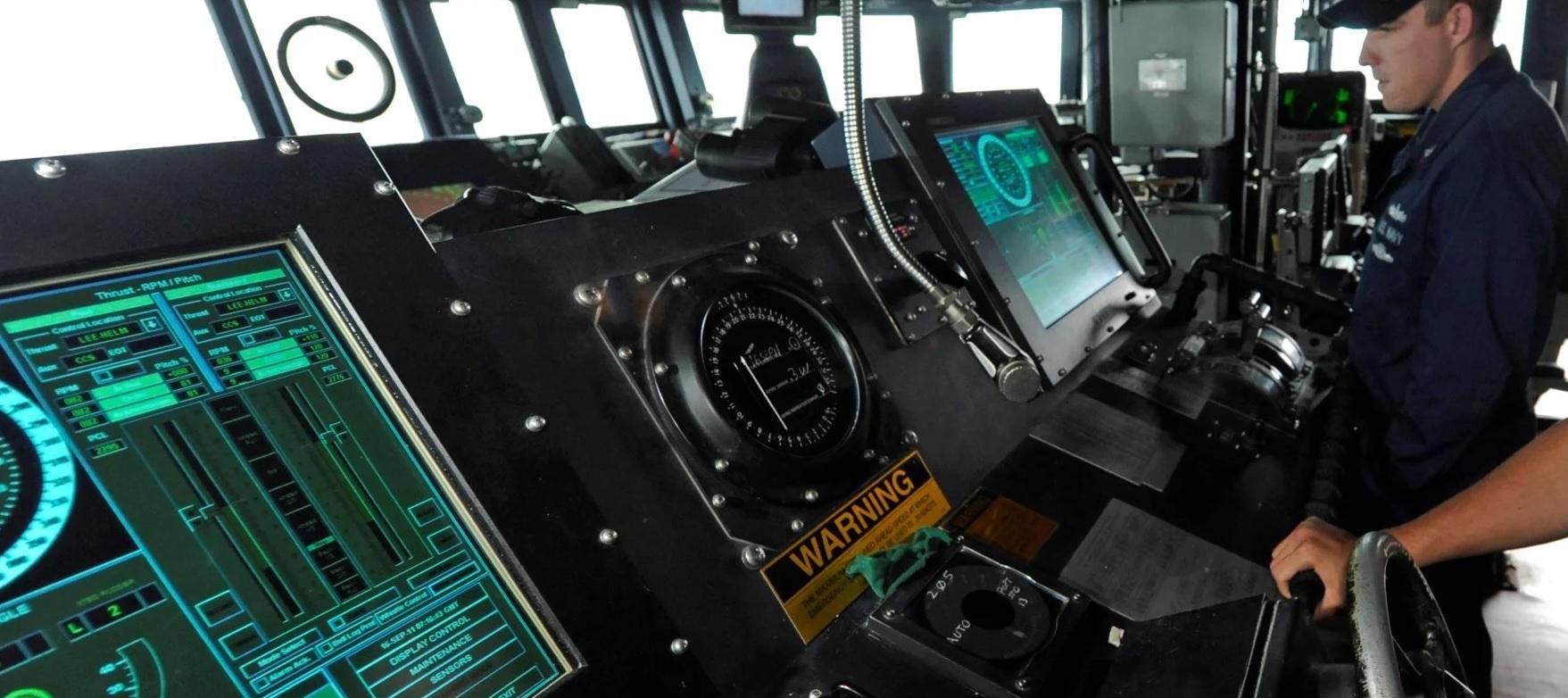 В ВМС США отказываются от использования сенсорных экранов в системах управления боевых кораблей
