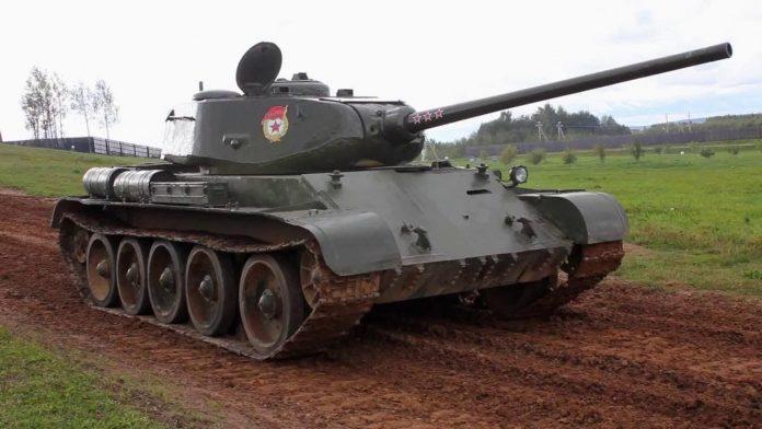 Танки Александра Морозова Т-43 и Т-44