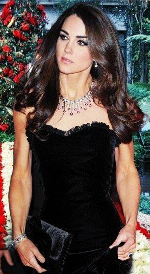 Кейт Миддлтон во всем блеске: праздничные наряды герцогини Кембриджской