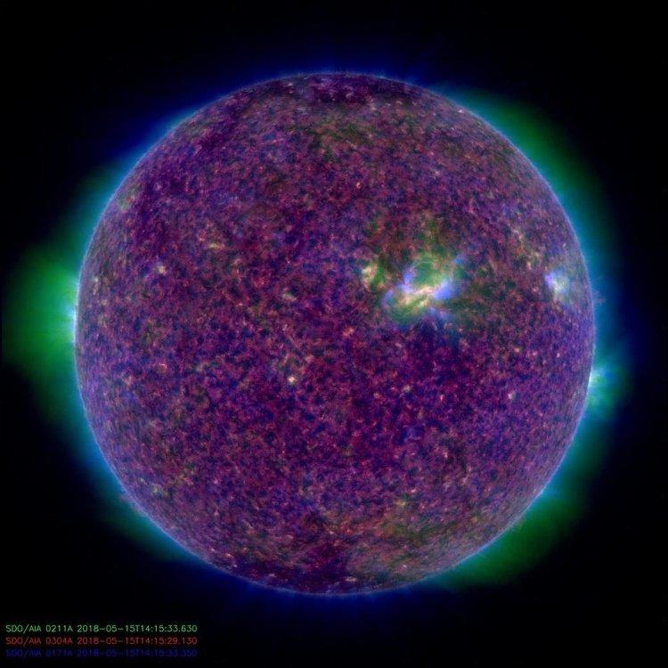 Уфолог обнаружил вблизи Солн…