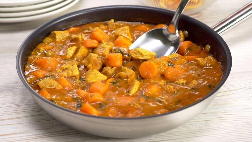 Свинина, тушеная с морковью, в овощном соусе: сочное блюдо на ужин