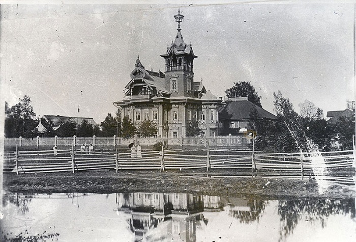 Так выглядел дом в начале ХХ века. | Фото: 44srub.ru.