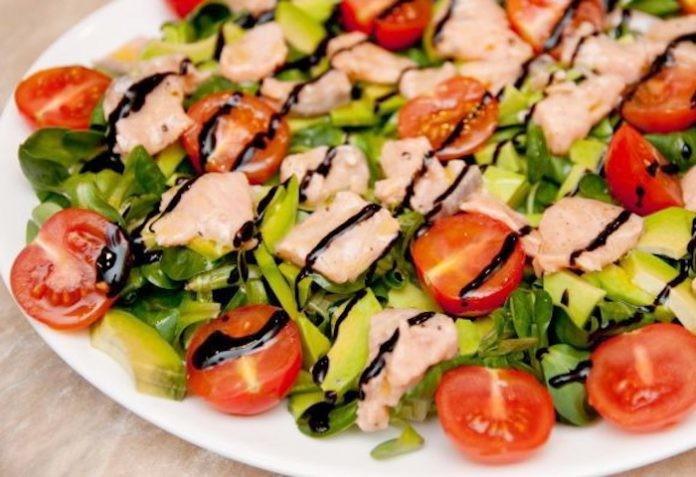 Идеально, легко и вкусно: Десятка лучших салатов для вкусного ужина.