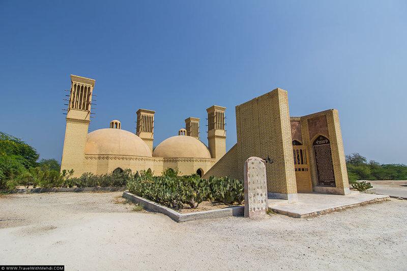 Историческая Цистерна (водохранилище) и бадгиры (башни-ветроуловители) иран, курорт, остров, персидский залив, рай на земле, туристическая столица
