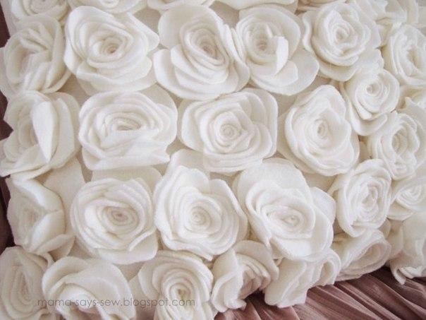 Мастер класс. Нежная подушка с розами из флиса.