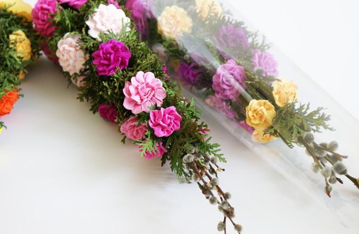 Композицию цветов из гофрированной бумаги своими руками