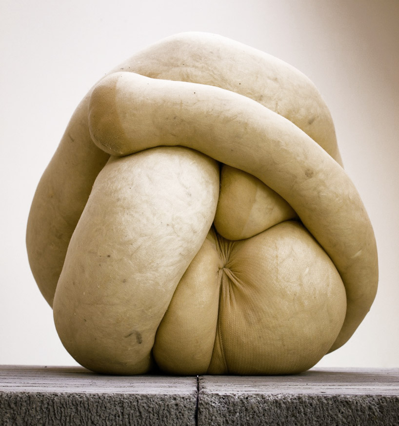 http://www.velvet.by/files/userfiles/4467/sarah_lucas_1.jpg
