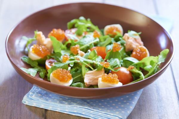 Салат на Новый год с икрой и лососем