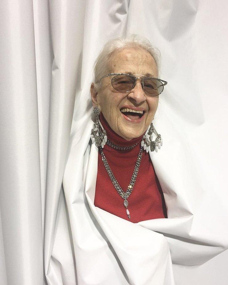 Она просто зашла погладить щенка, а перевернула все стереотипы модельного бизнеса, став моделью в 95 лет!