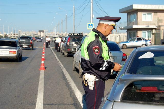 Обязан ли водитель открывать багажник по просьбе инспектора?