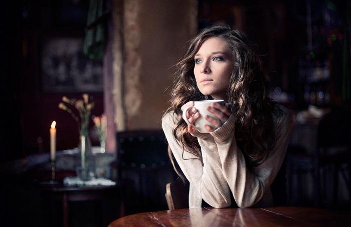 Одинокие девушки всегда выглядят, как модели с обложки. / Фото: vplate.ru