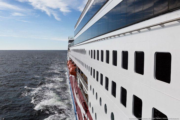 Экскурсия по огромному лайнеру